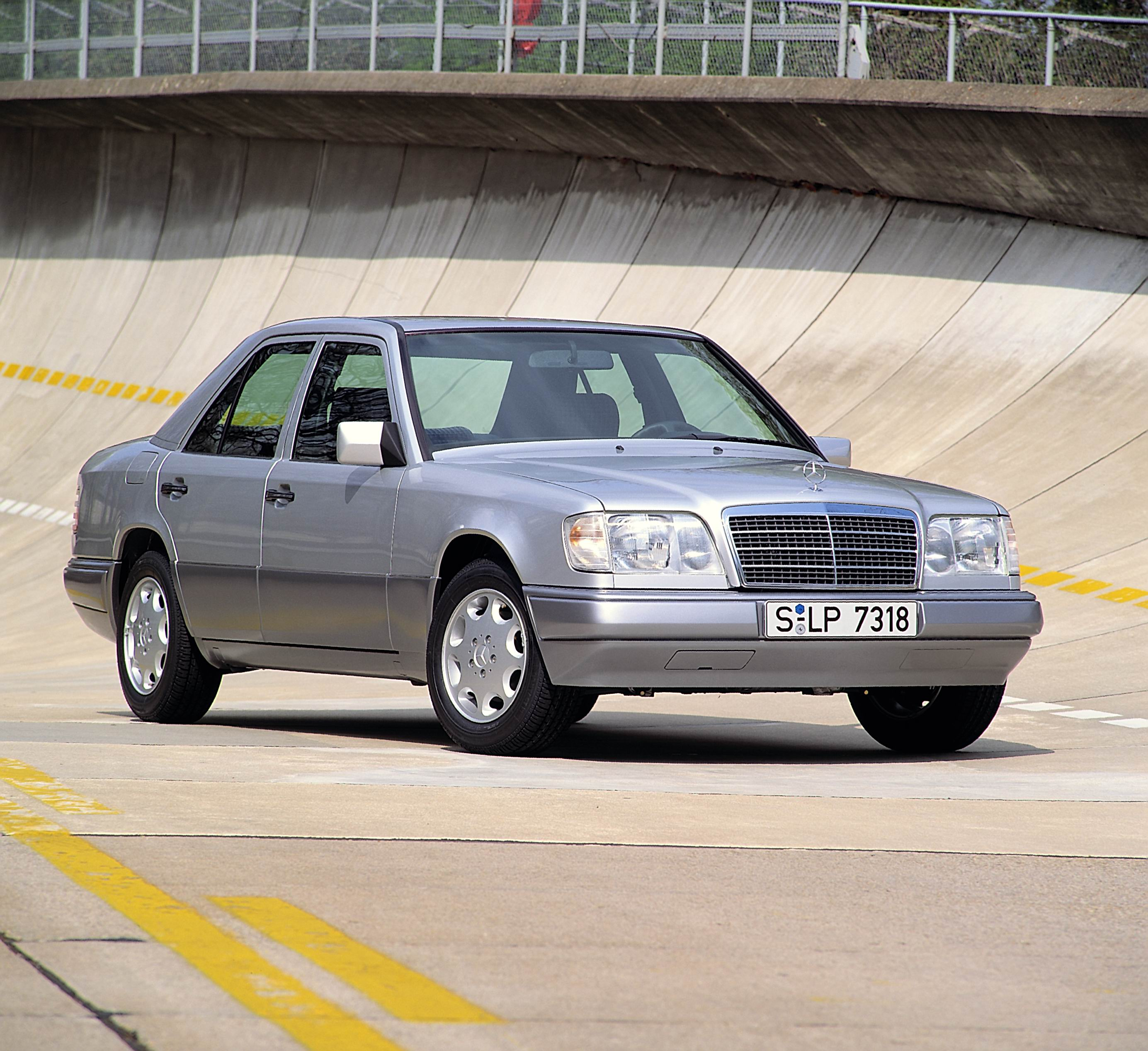 W124 mercedes-benz, mercedes-benz, mercedes, benz, w124, e class, german, luxury car, luxury, motoring, automotive, drivetribe, lewis kingston, calssic car, retro car, classic, retro, w123
